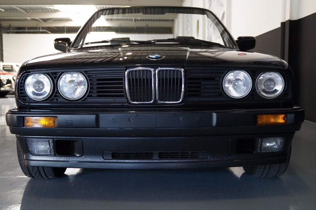 Buy this BMW 3-SERIE 1990  at Legendary Classics (16)