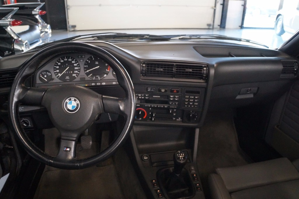Buy this BMW 3-SERIE 1990  at Legendary Classics (25)