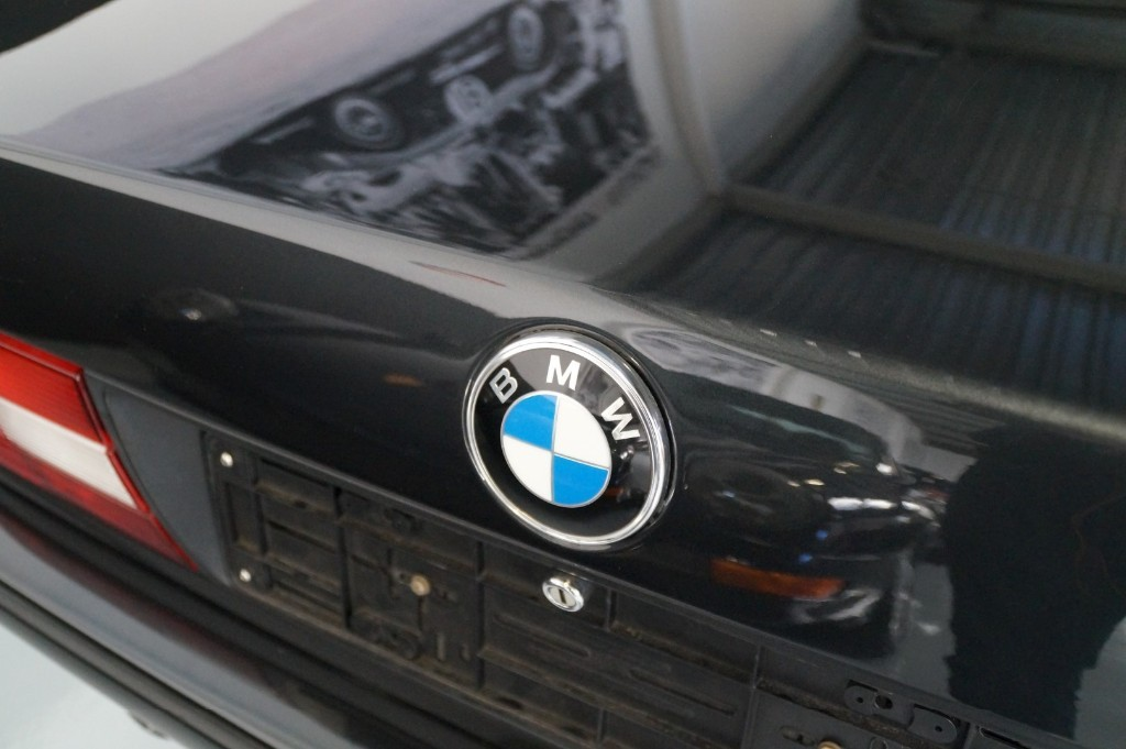 Buy this BMW 3-SERIE 1990  at Legendary Classics (33)
