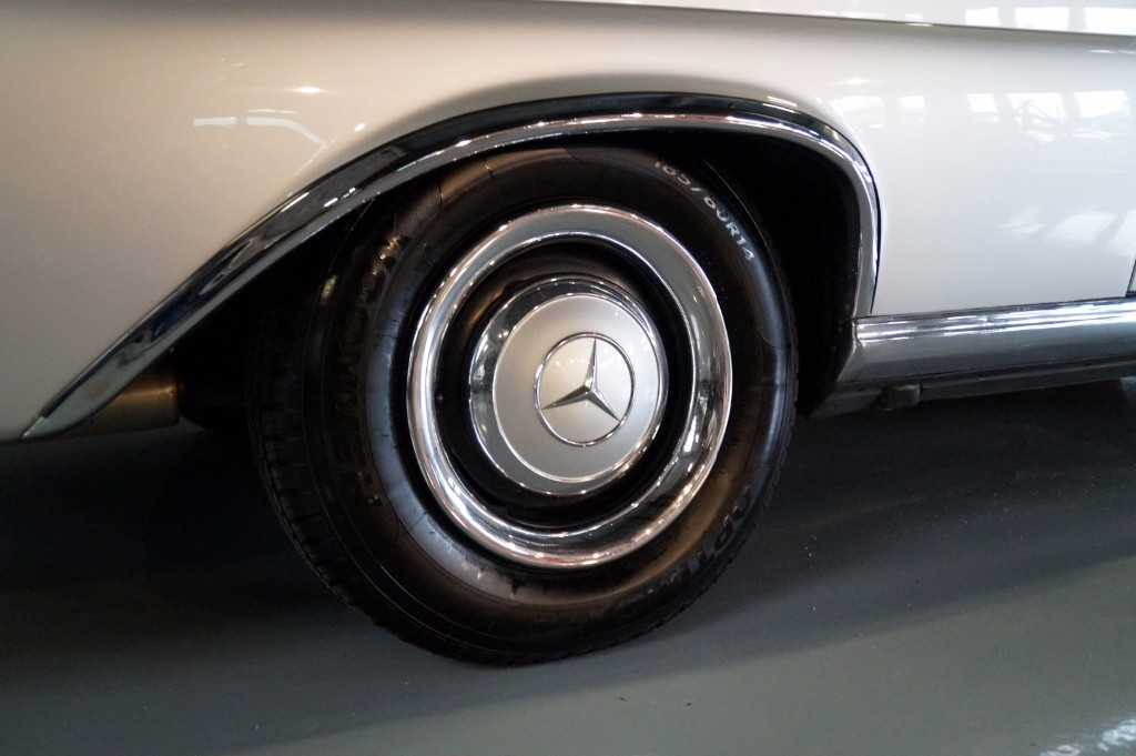 Buy this MERCEDES-BENZ 250 1967  at Legendary Classics (23)