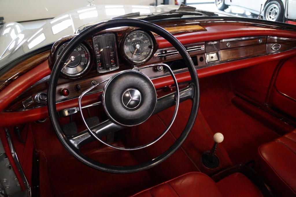 Buy this MERCEDES-BENZ 250 1967  at Legendary Classics (26)