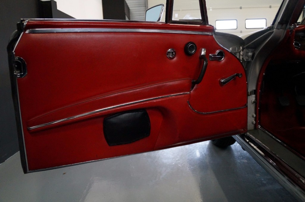 Buy this MERCEDES-BENZ 250 1967  at Legendary Classics (27)