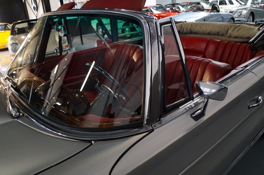 Buy this MERCEDES-BENZ 250 1967  at Legendary Classics (37)