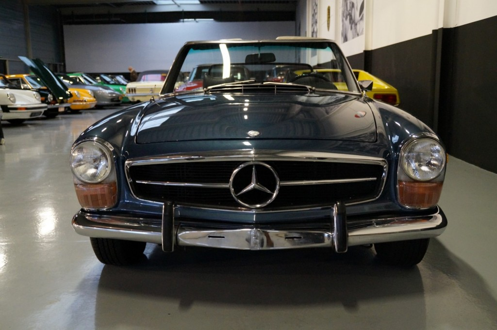 Buy this MERCEDES-BENZ 280 1971  at Legendary Classics (14)