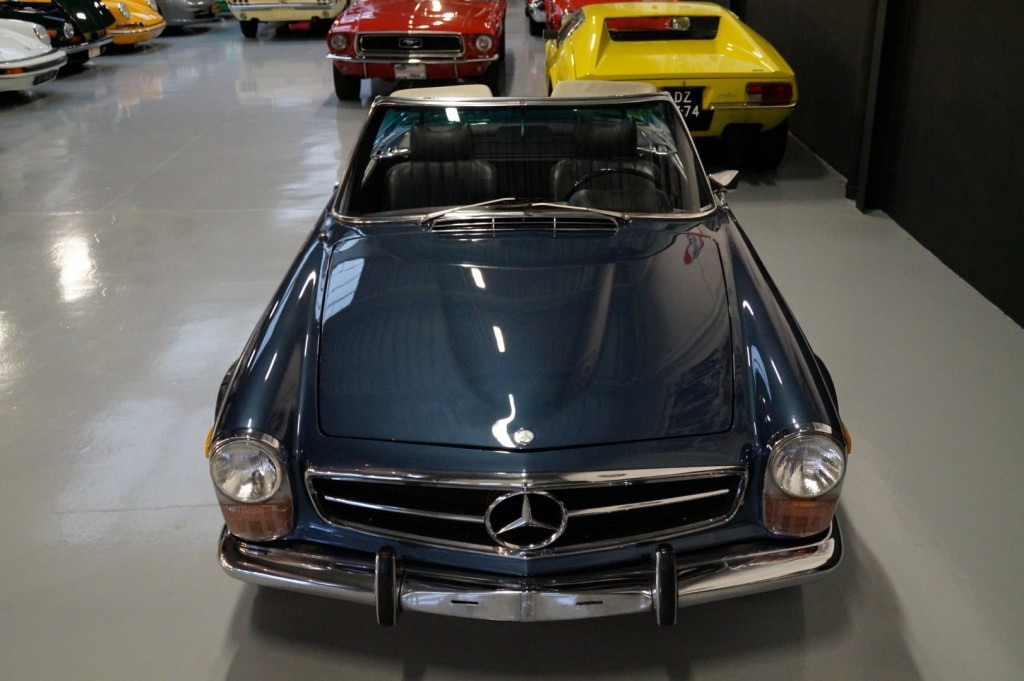Buy this MERCEDES-BENZ 280 1971  at Legendary Classics (15)
