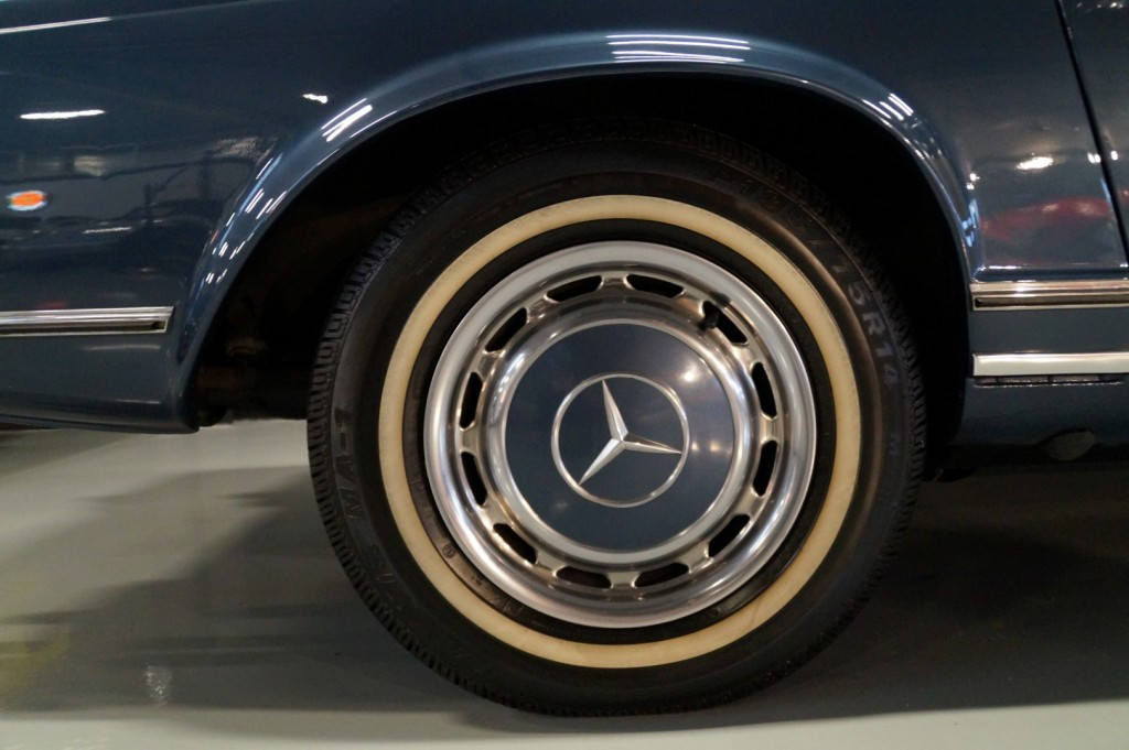 Buy this MERCEDES-BENZ 280 1971  at Legendary Classics (25)