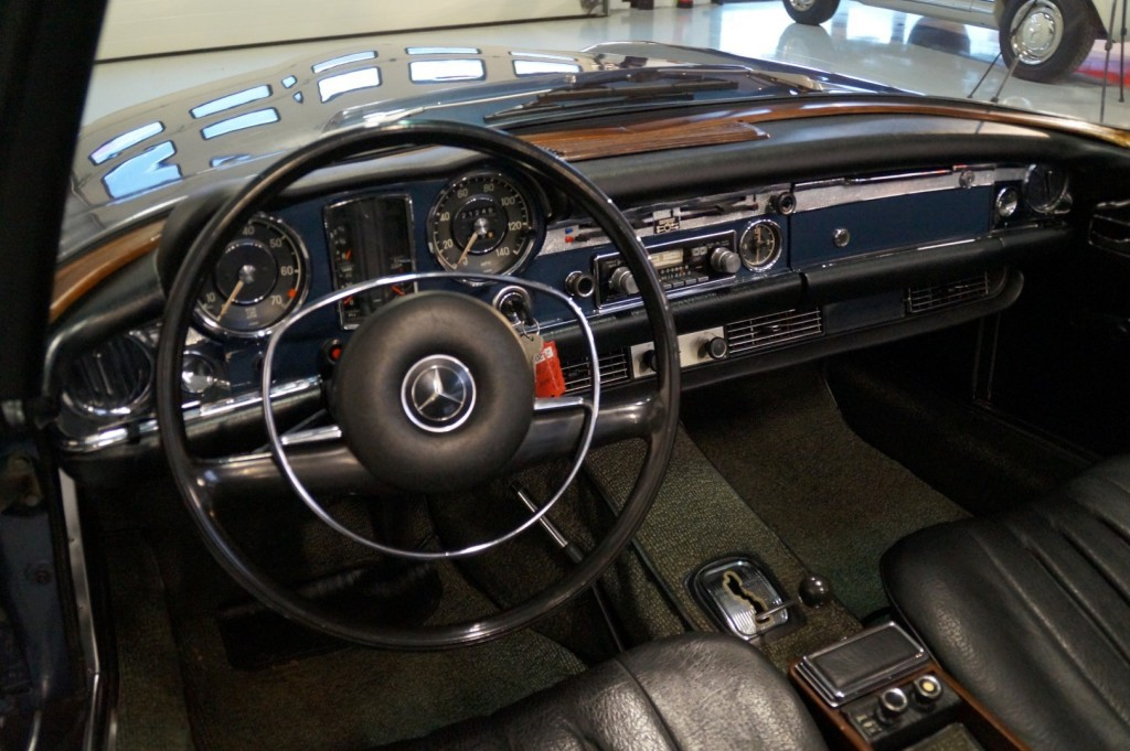 Buy this MERCEDES-BENZ 280 1971  at Legendary Classics (29)