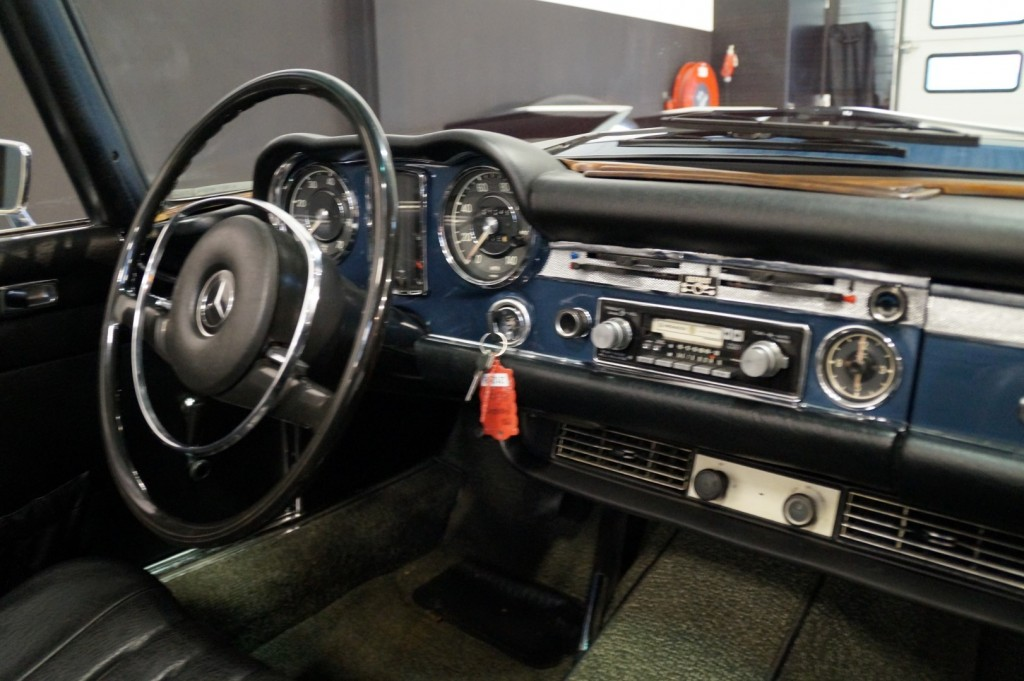 Buy this MERCEDES-BENZ 280 1971  at Legendary Classics (36)