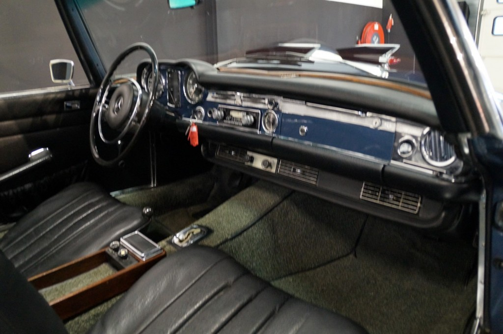 Buy this MERCEDES-BENZ 280 1971  at Legendary Classics (37)