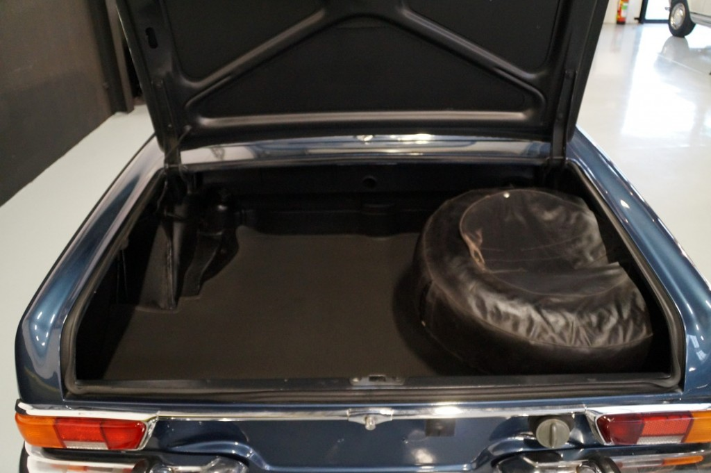 Buy this MERCEDES-BENZ 280 1971  at Legendary Classics (46)