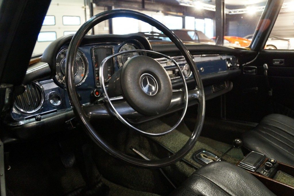 Buy this MERCEDES-BENZ 280 1971  at Legendary Classics (7)