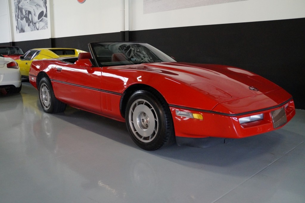 Buy this CHEVROLET CORVETTE 1986  at Legendary Classics (2)