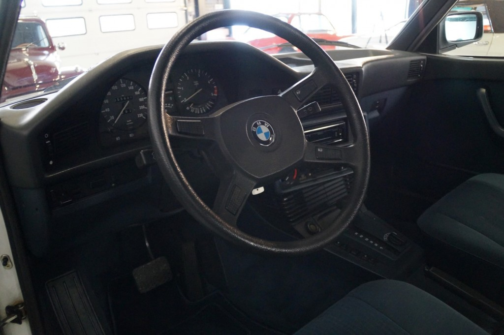 Buy this BMW 5-SERIE 1987  at Legendary Classics (22)