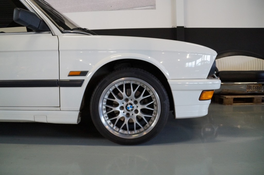 Buy this BMW 5-SERIE 1987  at Legendary Classics (8)