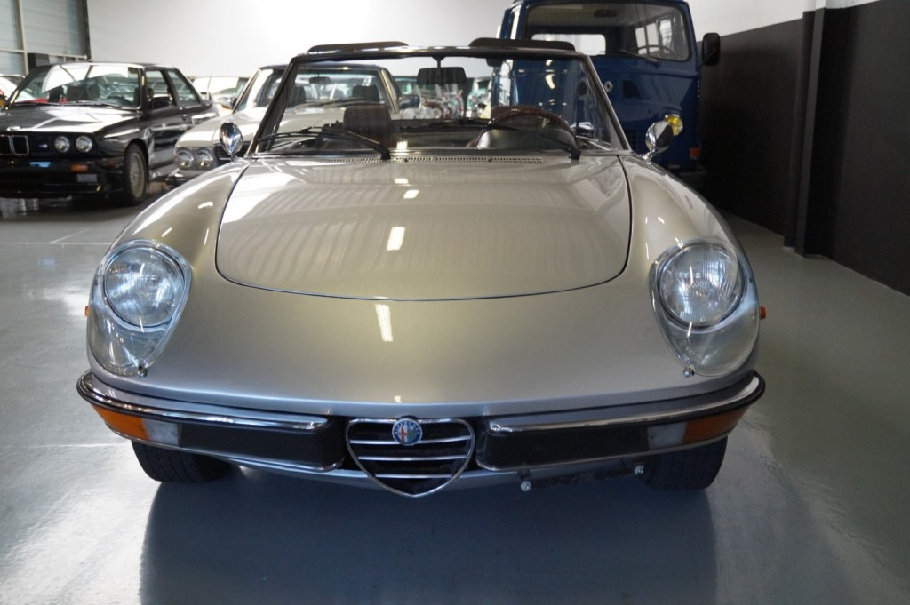 Buy this ALFA ROMEO SPIDER 1979  at Legendary Classics (13)