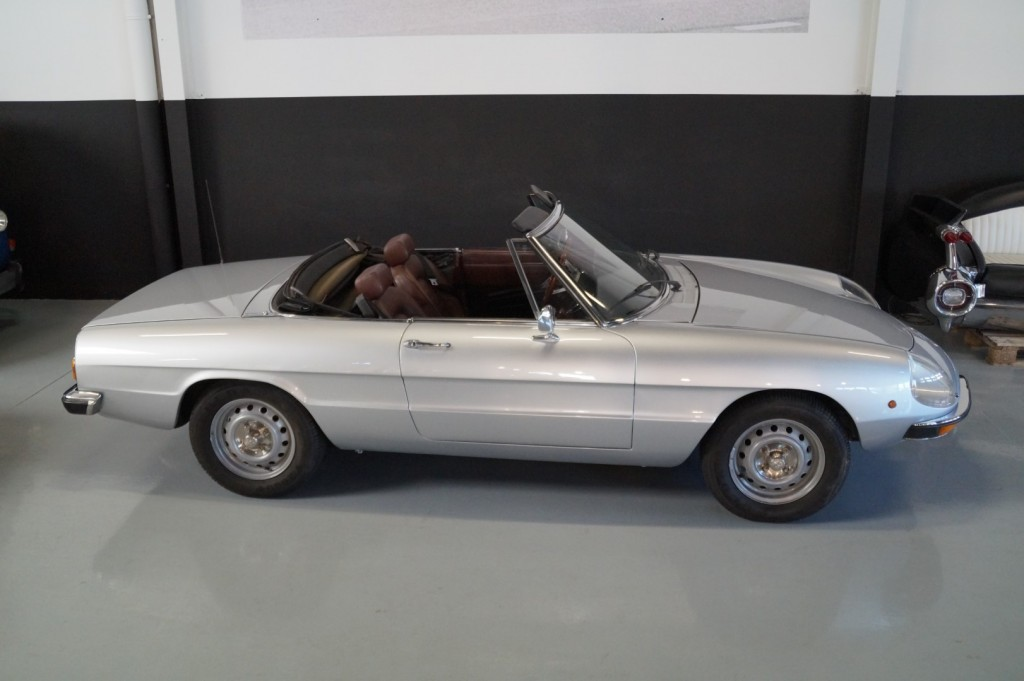 Buy this ALFA ROMEO SPIDER 1979  at Legendary Classics (15)