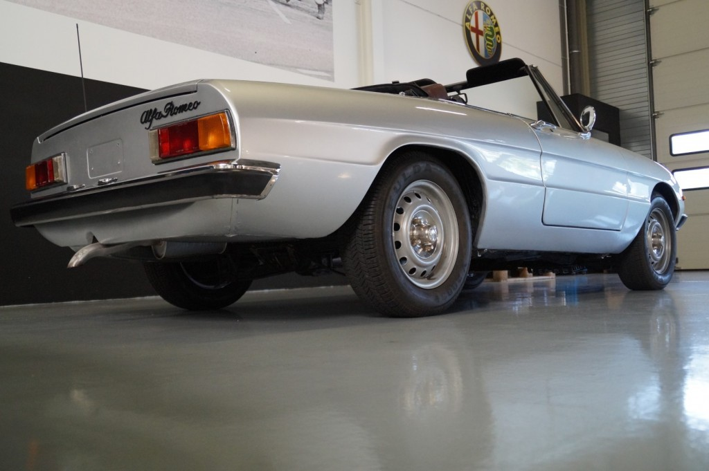 Buy this ALFA ROMEO SPIDER 1979  at Legendary Classics (18)