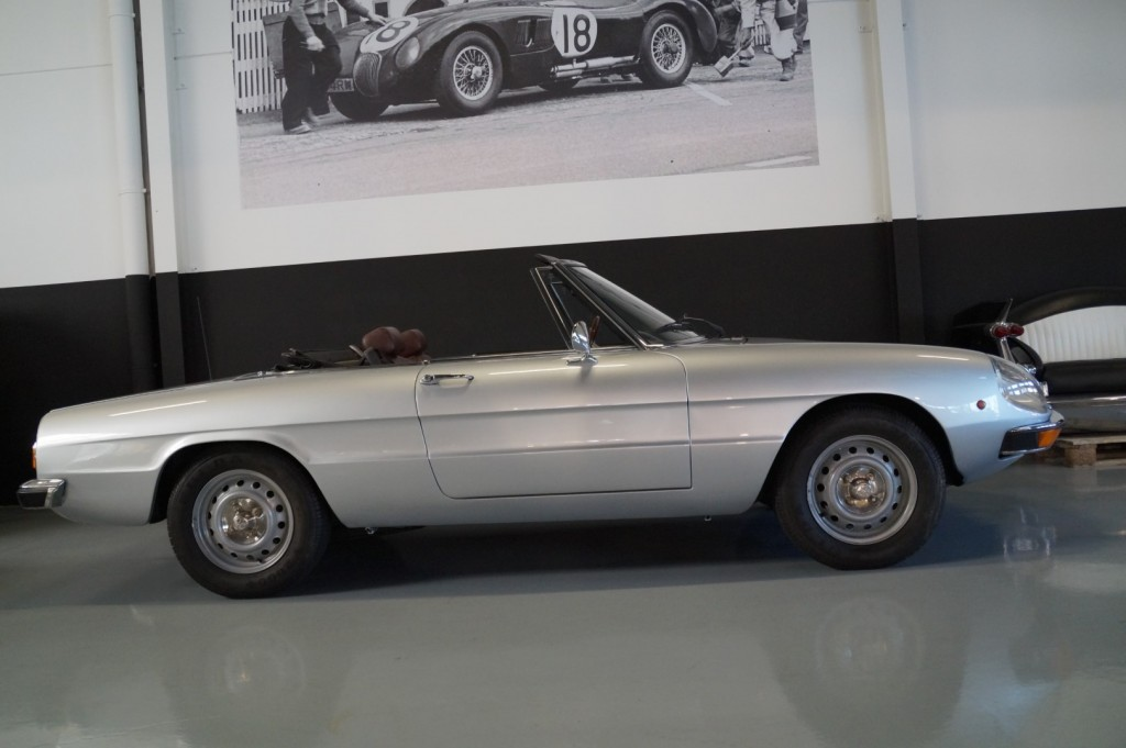 Buy this ALFA ROMEO SPIDER 1979  at Legendary Classics (4)
