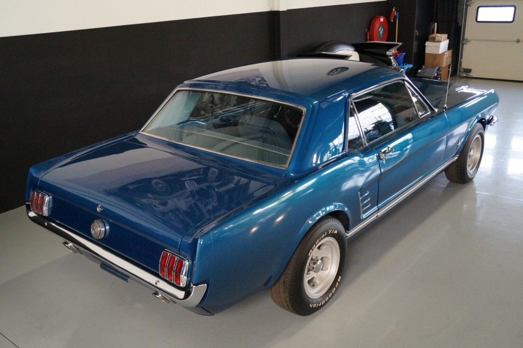 Buy this FORD MUSTANG 1966  at Legendary Classics (4)