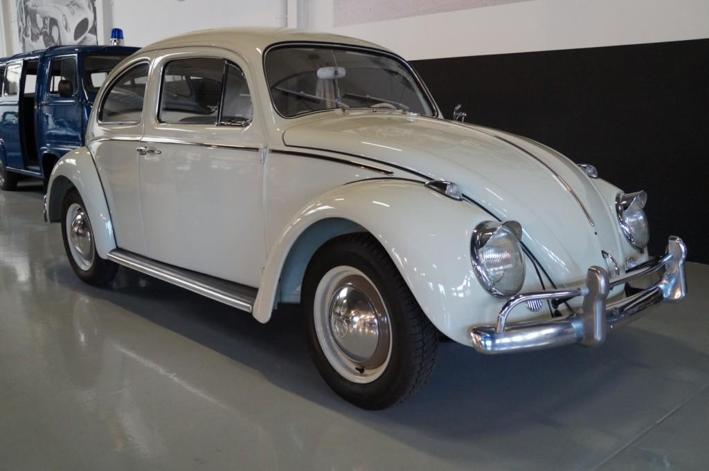 Buy this VOLKSWAGEN BEETLE 1961  at Legendary Classics (2)