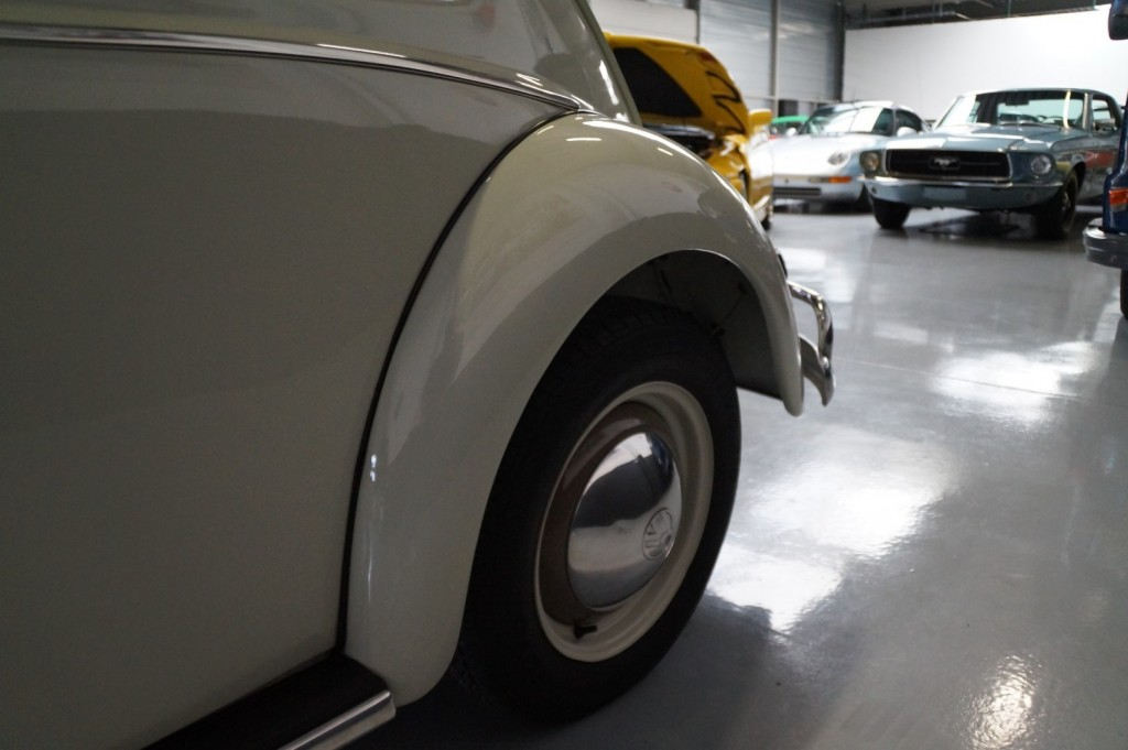 Buy this VOLKSWAGEN BEETLE 1961  at Legendary Classics (29)