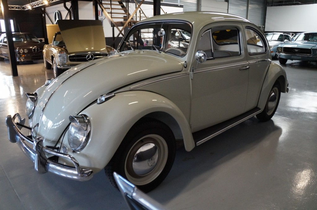 Buy this VOLKSWAGEN BEETLE 1961  at Legendary Classics (30)
