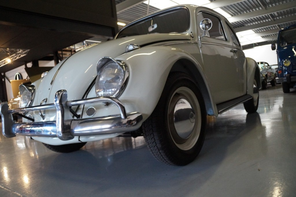 Buy this VOLKSWAGEN BEETLE 1961  at Legendary Classics (31)