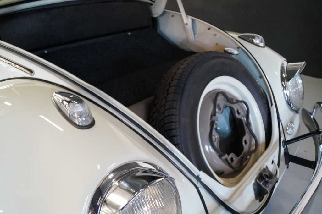 Buy this VOLKSWAGEN BEETLE 1961  at Legendary Classics (49)