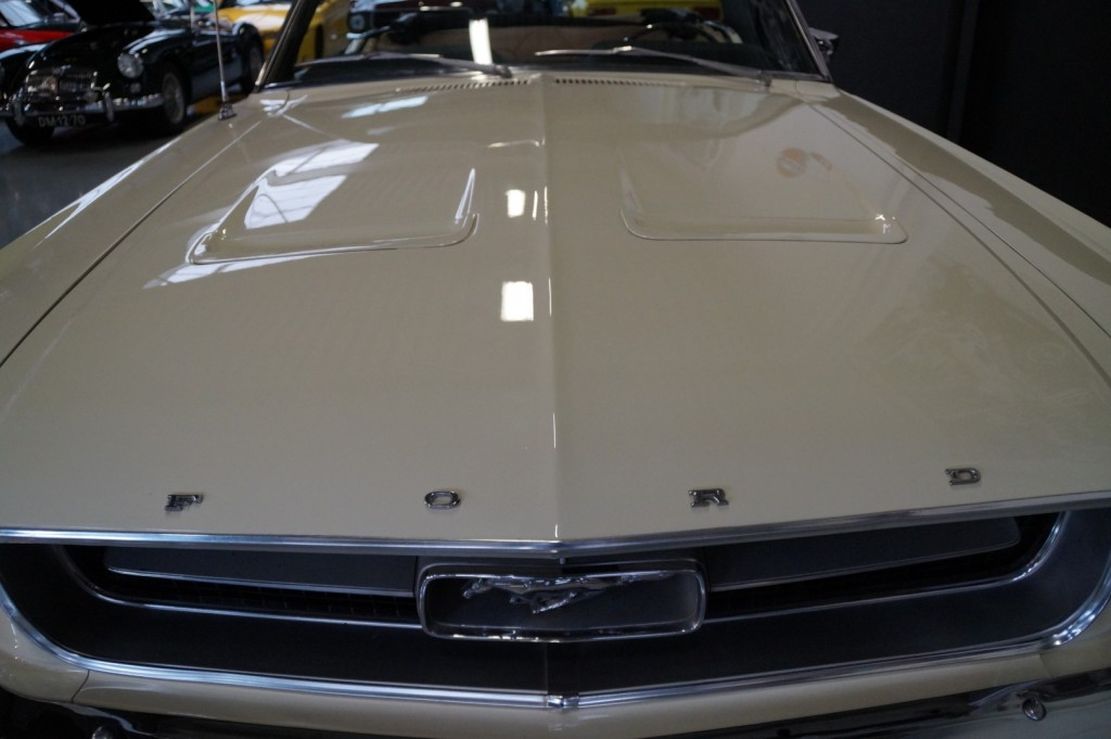 Buy this FORD MUSTANG 1967  at Legendary Classics (12)