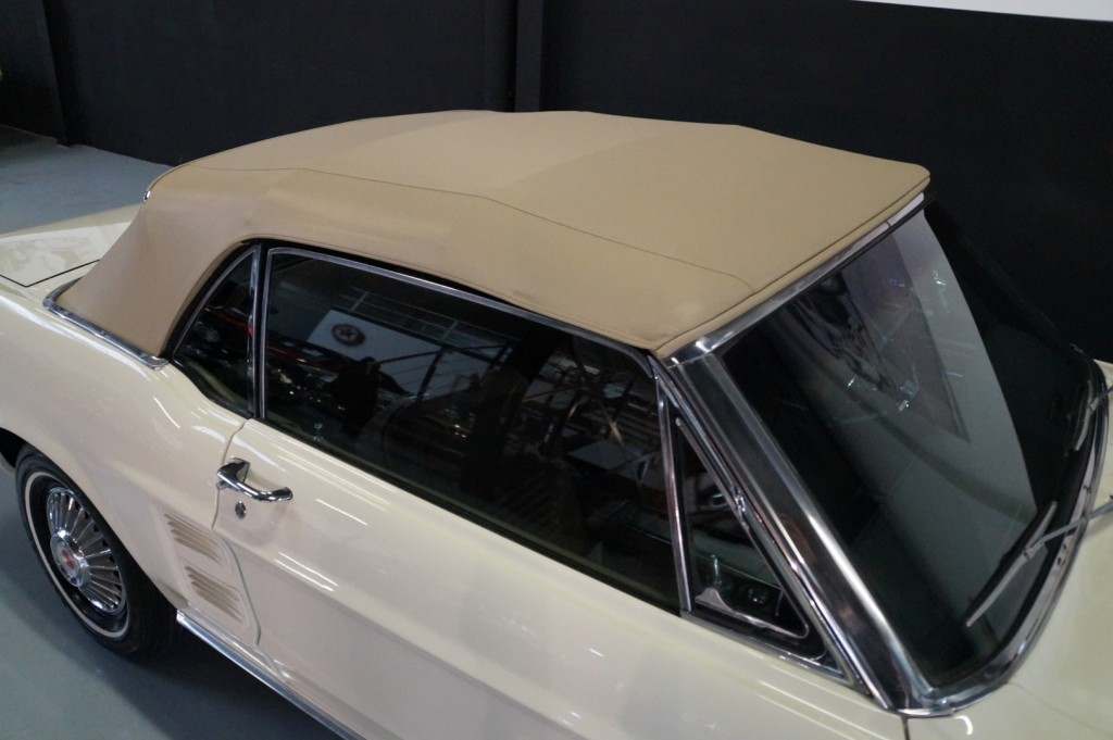 Buy this FORD MUSTANG 1967  at Legendary Classics (18)
