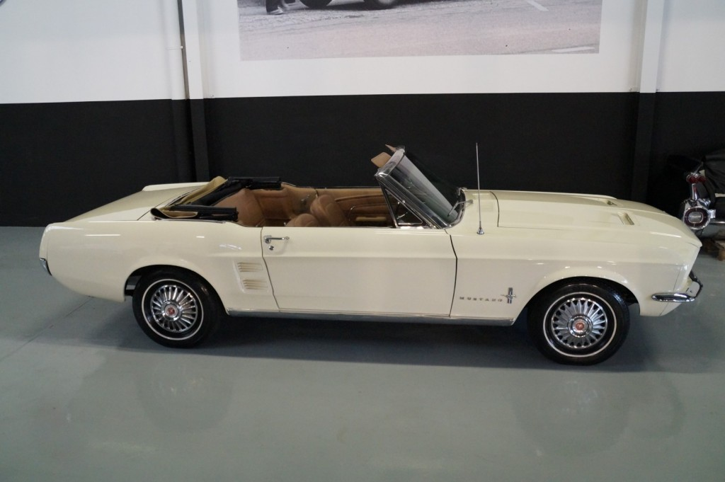 Buy this FORD MUSTANG 1967  at Legendary Classics (26)