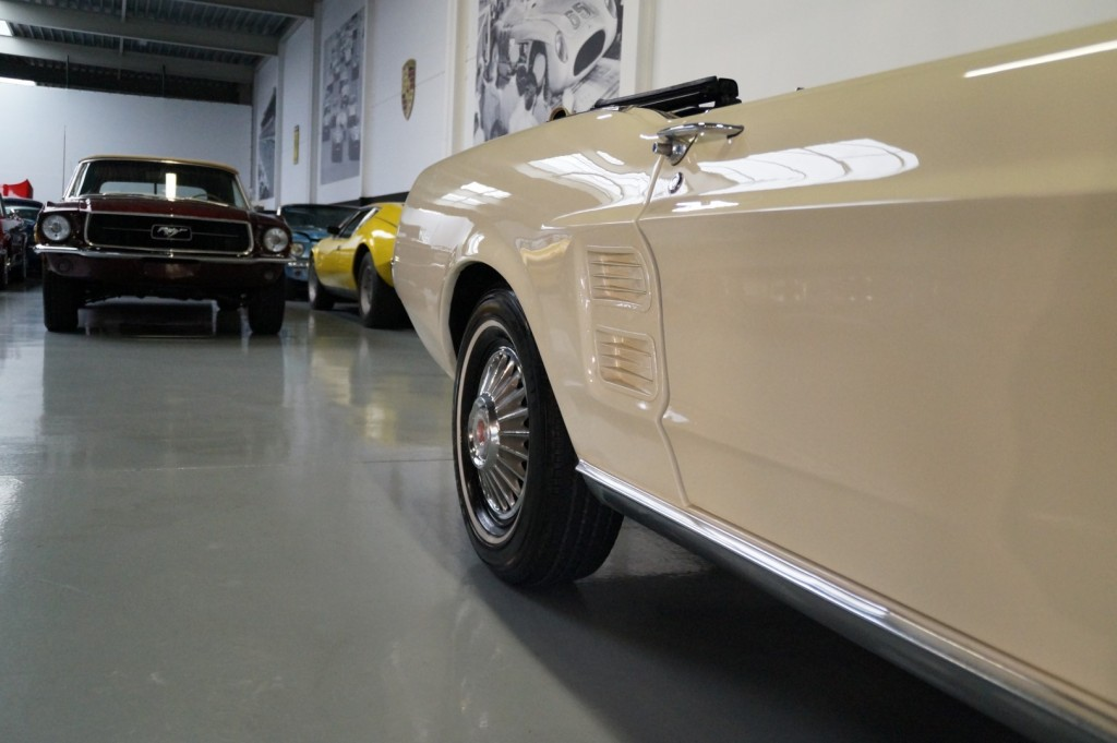 Buy this FORD MUSTANG 1967  at Legendary Classics (27)