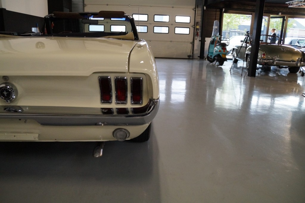Buy this FORD MUSTANG 1967  at Legendary Classics (30)