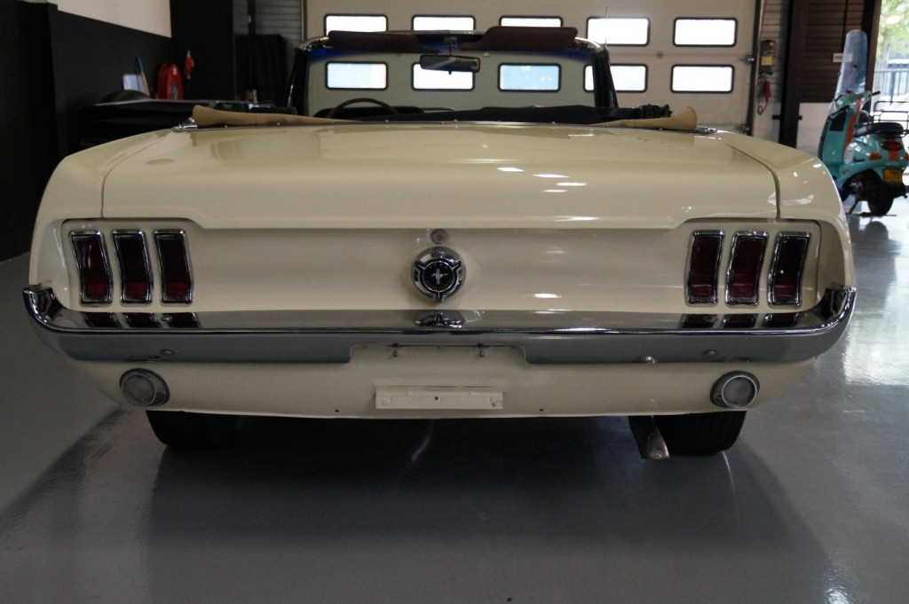 Buy this FORD MUSTANG 1967  at Legendary Classics (32)