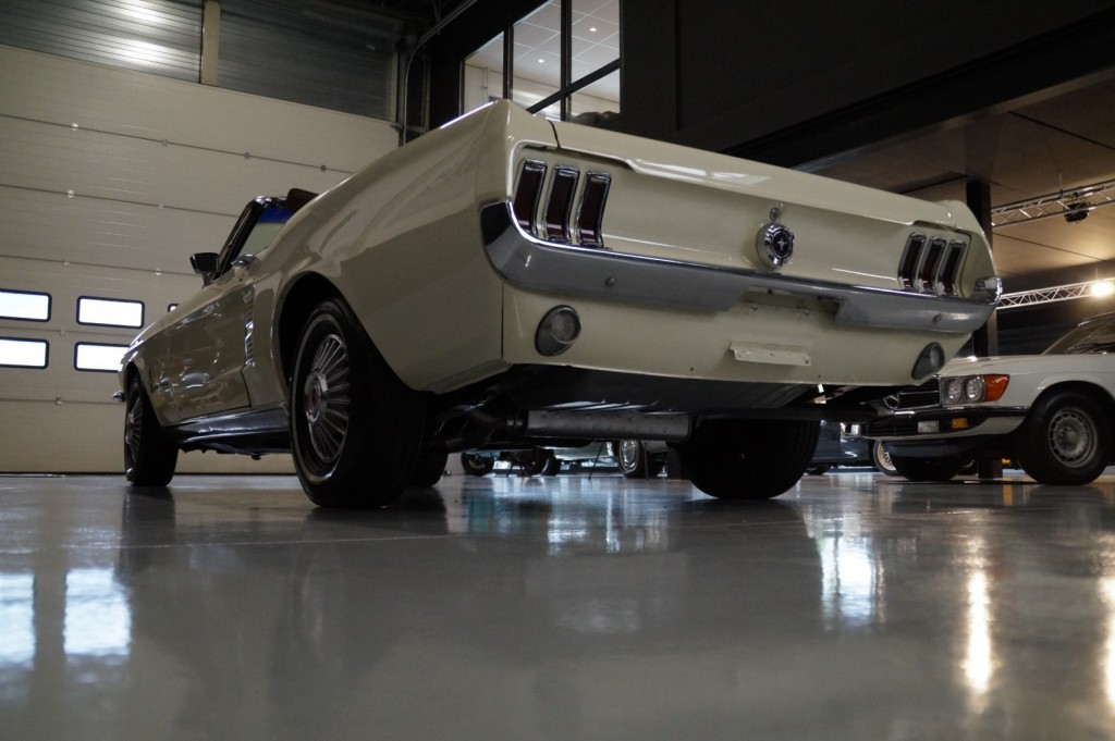 Buy this FORD MUSTANG 1967  at Legendary Classics (34)
