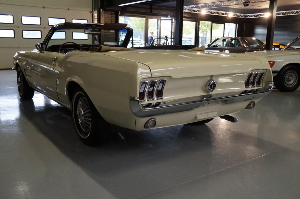 Buy this FORD MUSTANG 1967  at Legendary Classics (35)