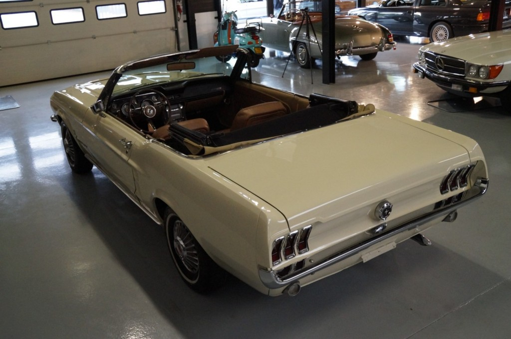 Buy this FORD MUSTANG 1967  at Legendary Classics (36)