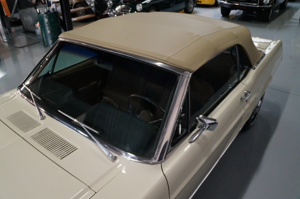 Buy this FORD MUSTANG 1967  at Legendary Classics (58)