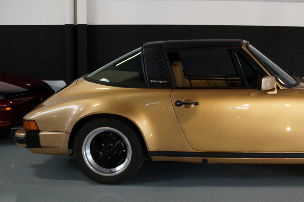 Buy this PORSCHE 911 1980  at Legendary Classics (34)