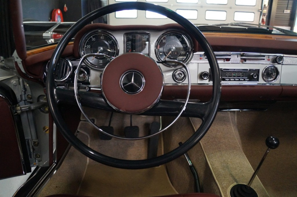 Buy this MERCEDES-BENZ SL-KLASSE 1966  at Legendary Classics (12)