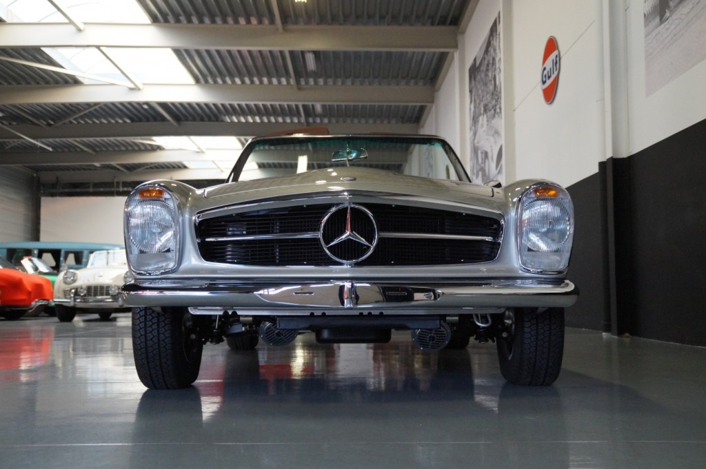 Buy this MERCEDES-BENZ SL-KLASSE 1966  at Legendary Classics (22)