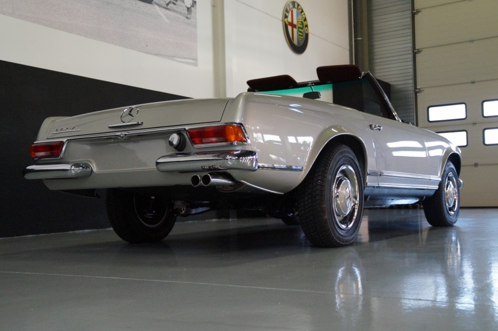 Buy this MERCEDES-BENZ SL-KLASSE 1966  at Legendary Classics (4)
