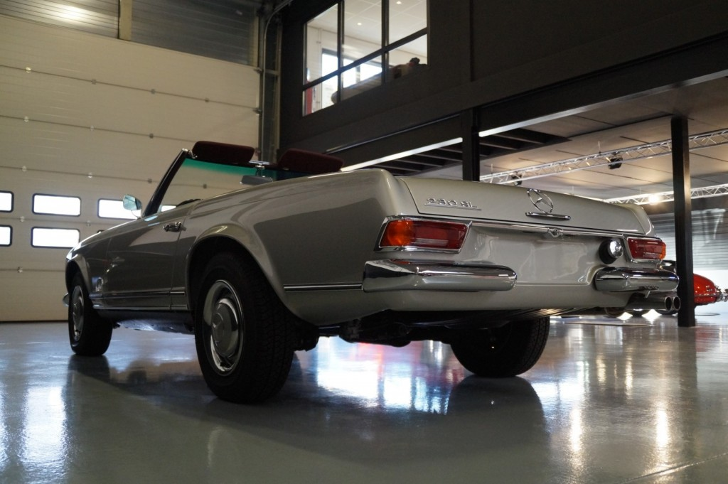 Buy this MERCEDES-BENZ SL-KLASSE 1966  at Legendary Classics (34)