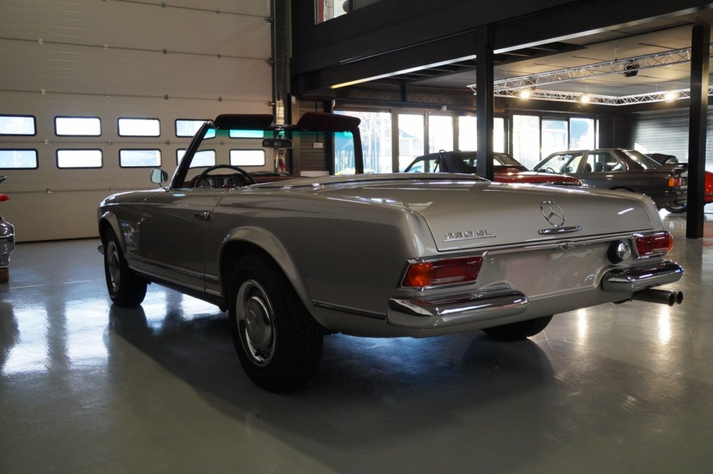 Buy this MERCEDES-BENZ SL-KLASSE 1966  at Legendary Classics (35)