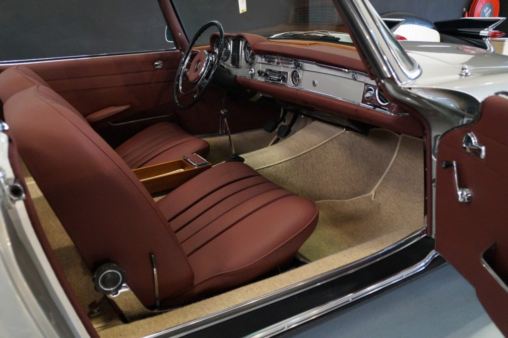 Buy this MERCEDES-BENZ SL-KLASSE 1966  at Legendary Classics (44)