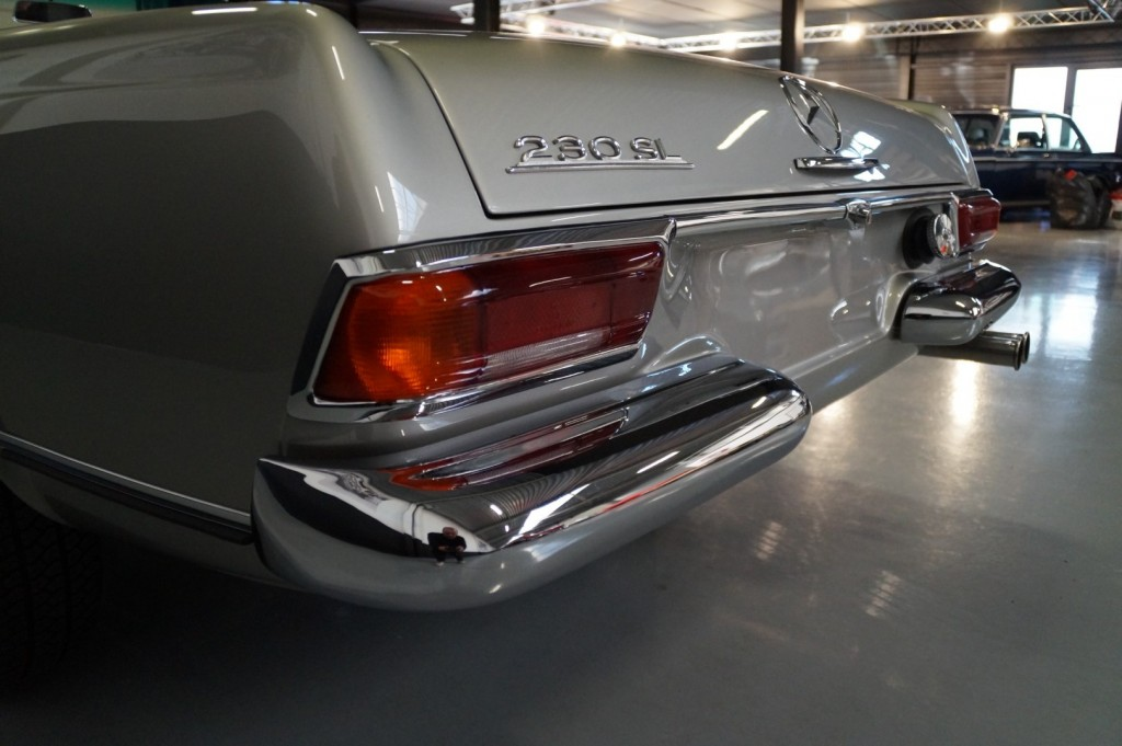 Buy this MERCEDES-BENZ SL-KLASSE 1966  at Legendary Classics (52)