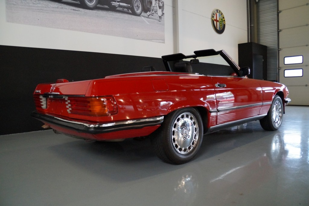 Buy this MERCEDES-BENZ 560 1988  at Legendary Classics (19)