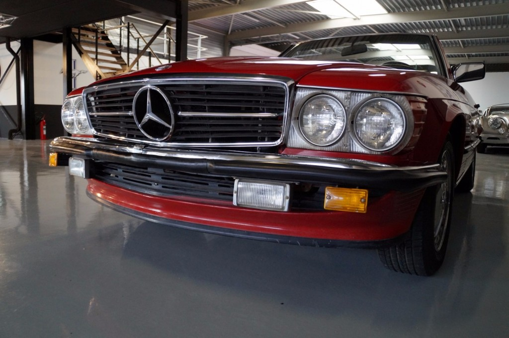 Buy this MERCEDES-BENZ 560 1988  at Legendary Classics (30)