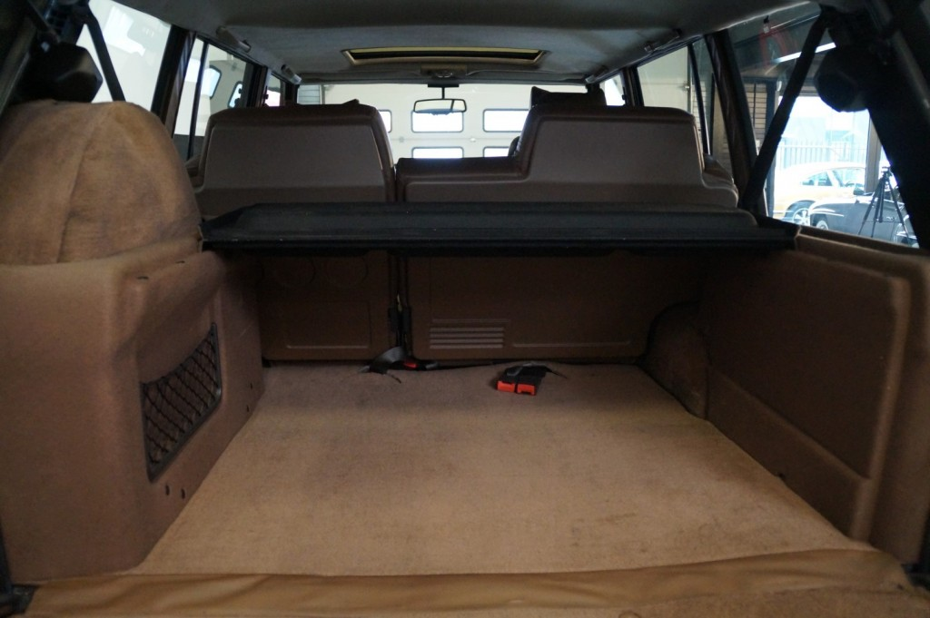 Buy this LAND ROVER RANGE ROVER 1994  at Legendary Classics (12)