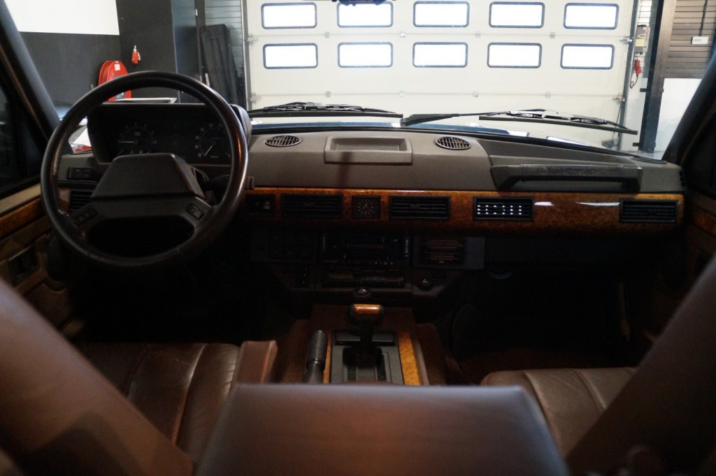 Buy this LAND ROVER RANGE ROVER 1994  at Legendary Classics (15)